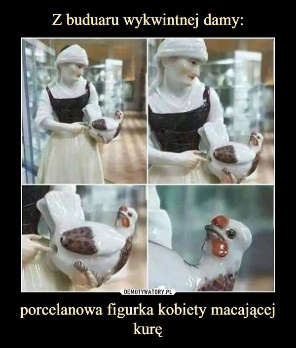 porcelanowa figurka kobiety macającej kurę –