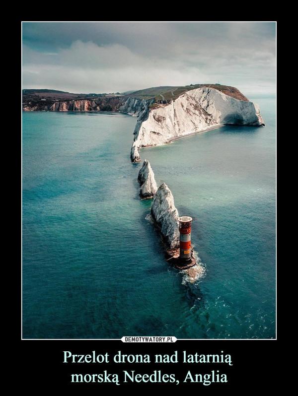Przelot drona nad latarnią morską Needles, Anglia –