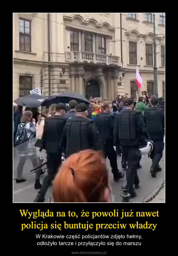 Wygląda na to, że powoli już nawet policja się buntuje przeciw władzy – W Krakowie część policjantów zdjęło hełmy,odłożyło tarcze i przyłączyło się do marszu